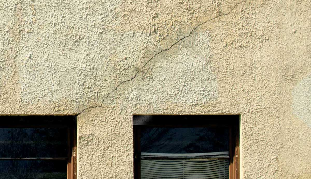 Stucco crack patching
